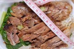 Gestoofd Varkensvleesbeen met Rijstbovenkant door taillemaatregel Royalty-vrije Stock Foto