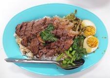 Gestoofd varkensvleesbeen op rijst met gekookt ei Stock Afbeelding