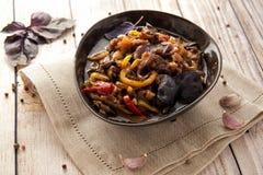 Gestoofde aromatische groenten in een dikke saus stock fotografie