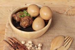 Gestoofde eieren met heerlijk kippen Chinees voedsel royalty-vrije stock afbeeldingen