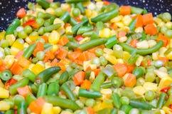 Gestoofde gesneden groenten in een pan Royalty-vrije Stock Foto