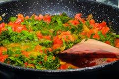 Gestoofde tomaten in een pan Royalty-vrije Stock Foto's