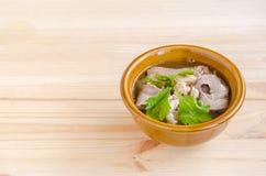 Gestoofde varkensvleessoep met ochtendglorie en boonspruit Stock Foto's