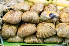 Gestoomd Fried Rice in Lotus Leaf dicht omhoog stock afbeeldingen