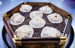 Gestoomd gevuld broodje (lange bao van Xiao) Stock Afbeeldingen