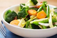 Gestoomde groenten in een kom royalty-vrije stock foto's