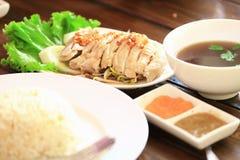 Gestoomde kip met rijst, de stijl van Maleisië, als voedselachtergrond Stock Foto
