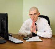 Gestor de escritório pensativo do enigma imagens de stock