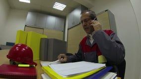 Gestor de projeto With Cellphone video estoque