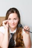 Gestore russo della donna con lo speakerphone Immagini Stock Libere da Diritti