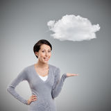 Gestos alegres da menina que apontam a mão sob a nuvem fotografia de stock royalty free