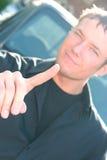 Gestos del hombre joven con un dedo extendido Imagenes de archivo