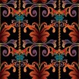 Gestreept Barok borduurwerk naadloos patroon Bloementapijtwerk orn Royalty-vrije Stock Foto's