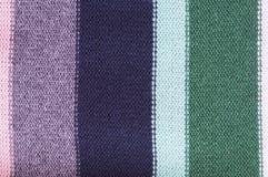 Gestreepte gebreide gekleurde textuurachtergrond Royalty-vrije Stock Foto's