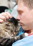 Mens met kat Stock Fotografie