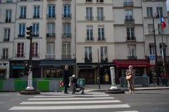 Gestreepte kruising in Parijs Stock Foto's