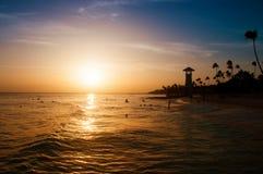 Gestreepte rode witte vuurtoren op de kust van de Caraïbische Zee Dominicaanse Republiek Stock Fotografie