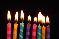 Gestreepte verjaardagskaarsen Stock Foto's