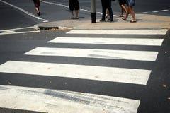 Gestreepte voetgangersoversteekplaatslijn Royalty-vrije Stock Fotografie