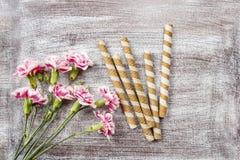 Gestreepte wafeltjebroodjes, heerlijke chocoladesnack Stock Foto's