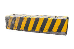 Gestreepte zwarte en gele betonwegbarrière royalty-vrije stock foto's