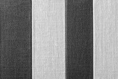Gestreifte Beschaffenheit der schwarz-grauen Farbe des rauen Gewebes Lizenzfreies Stockbild