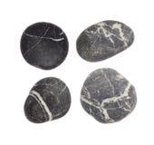 Gestreifte schwarze Steine auf weißem Hintergrund Lizenzfreies Stockfoto