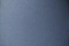Gestreifte weiße und blaue Gewebemustervertikale Stockfotografie