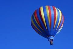 Gestreifter Heißluft-Ballon Stockbild
