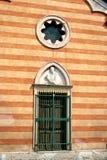 Gestreiftes Gebäude Lizenzfreie Stockbilder