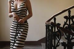 Gestreiftes Kleid stockbild