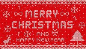 Gestrickte frohe Weihnachten 2018 auf rotem Hintergrunddesign Lizenzfreie Stockfotos