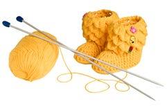Gestrickte, gelbe Beuten für Kinder Lizenzfreie Stockbilder