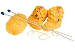 Gestrickte, gelbe Beuten für Kinder Lizenzfreies Stockbild