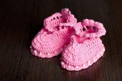 Gestrickte, rosa Beuten für Kinder Lizenzfreie Stockbilder