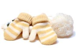 Gestrickte Schutzkappe und Handschuhe des Winters Wollen. lizenzfreies stockfoto