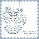 Gestrickte Weihnachtsbälle mit Schneeflocken Stockfotografie