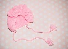 Gestrickter rosa Hut für Babys Stockfoto