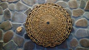 Gestricktes natürliches Stroh in einem dekorativen Kreis Lizenzfreie Stockbilder