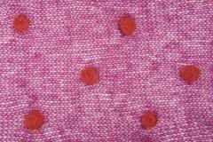 Gestricktes purpurrotes Mohärgewebe mit Punkten Stockfotos