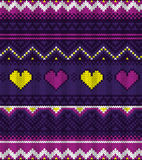 Gestricktes purpurrotes Muster der Strickjacke mit Herzen Lizenzfreie Stockfotografie