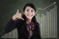 Gesturing τηλεφώνημα 1 επιχειρηματιών στοκ φωτογραφία με δικαίωμα ελεύθερης χρήσης