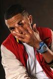 Gesturing afroamericano dell'uomo Fotografie Stock