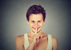 Gesturing dell'uomo silenzioso quiet fotografia stock libera da diritti