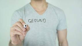 Gesund ernahren, essen gesundes im deutschen Schreiben auf Glas stock video