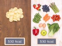 Gesund gegen ungesundes Lebensmittelkonzept Stockfoto