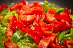 Gesunde Diät: Kochen der geschnittenen Pfeffer Stockbilder