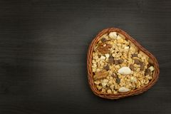 Gesunde diätetische Ergänzungen für Athleten Cheerios für Frühstück Muesli und Frucht Die Diät für Gewichtsverlust Muesli zu esse Lizenzfreie Stockfotografie