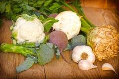 Gesunde Ernährung - frisches organisches Gemüse Stockfoto