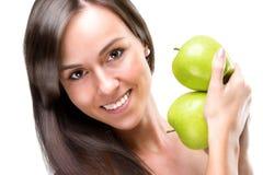 Gesunde essen-schöne Frau, die Äpfel, Nahaufnahmefoto hält Stockfotos